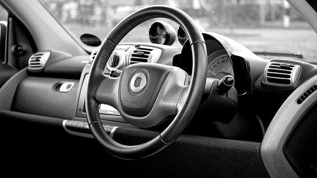 車で走り回る認知症高齢者に運転を止めさせる対策とは